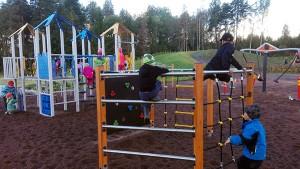 Riemunkiljahduksia ja liikunnaniloa - Koijärven koulu-päiväkoti sai uuden leikkialueen